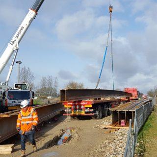 Poutrelles reliant les rampes au pont de Grigny, février 2020