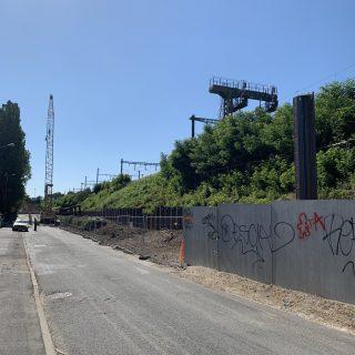Les travaux de consolidation du talus ferroviaire, dans la rue des Rossays, à Savigny-sur-Orge