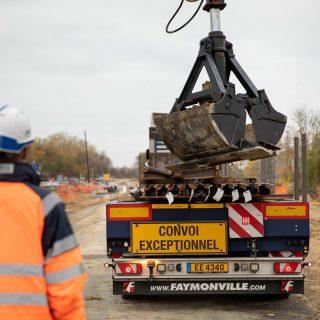 Déchargement des rails - Boulevard Jean Monnet à Évry-Courcouronnes
