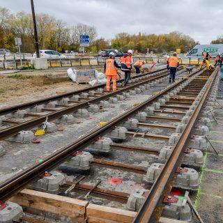 Installation des rails - Boulevard Jean Monnet à Évry-Courcouronnes